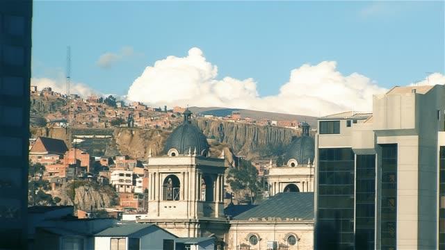 la paz (bolivya) kilisede. - sütun başlığı stok videoları ve detay görüntü çekimi