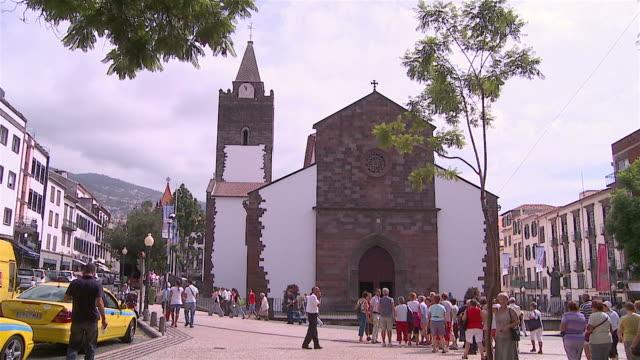 vídeos de stock e filmes b-roll de igreja na ilha da madeira - funchal madeira