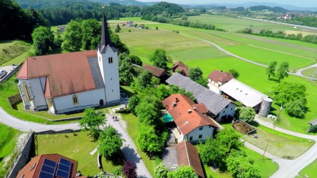 stockvideo's en b-roll-footage met kerk in het midden van het dorp - heilig geschrift
