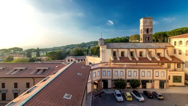 kyrkan av den capuchins i albano laziale upplyst av den solen timelapse på en sommardag - påve bildbanksvideor och videomaterial från bakom kulisserna