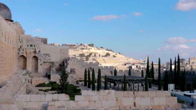 Church Of The Holy Sepulchre in Jerusalem Zoom - Stock video