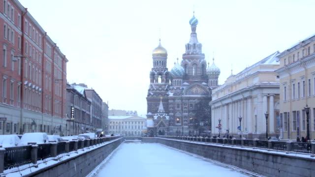 kyrkan av frälsaren på spillda blod. st. petersburg. ryssland. - peter the apostle bildbanksvideor och videomaterial från bakom kulisserna