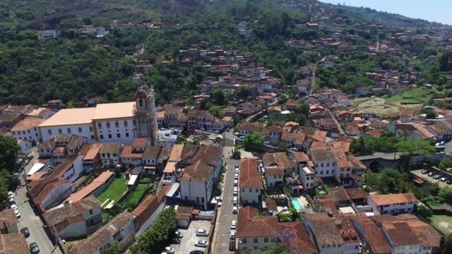 minas gerais, brezilya'da üst ve güzel ouro preto şehri kilise - minas gerais eyaleti stok videoları ve detay görüntü çekimi