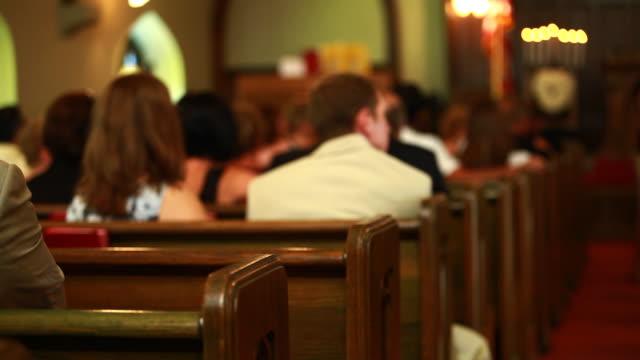 stockvideo's en b-roll-footage met church pews - kerk