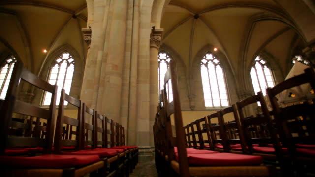 stockvideo's en b-roll-footage met church seats - kerk