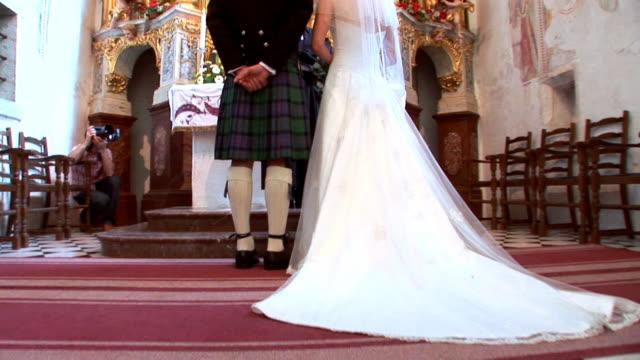 vídeos y material grabado en eventos de stock de hd: iglesia de boda - misa