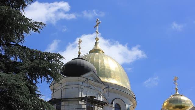 vidéos et rushes de église avec des dômes - baptême