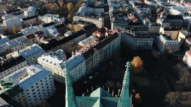 kyrka med höga spiror nära gamla byggnader i helsingfors stad - drone helsinki bildbanksvideor och videomaterial från bakom kulisserna