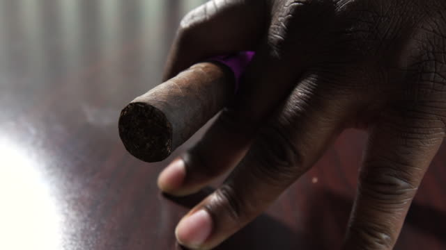 cigar in hand of business man african american man unlit - sigaro video stock e b–roll