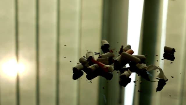 i̇mha nedeniyle sigara parçaları sigara konsepti durdurun. - nikotin stok videoları ve detay görüntü çekimi