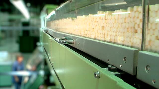 cigarette production hd - tütün mamulleri stok videoları ve detay görüntü çekimi