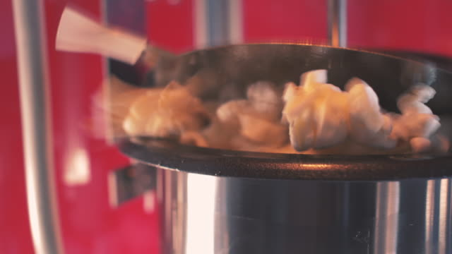 cinema style popcorn machine - pop corn video stock e b–roll
