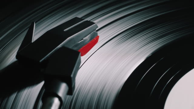 vídeos y material grabado en eventos de stock de cinemagraph, reproductor de vinilo retro récord. 4k - disco audio analógico