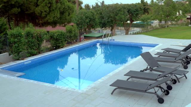cinemagraph - swimming pool on the villa backyard - stagno acqua stagnante video stock e b–roll