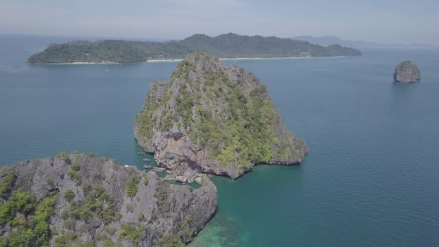 cinematic aerial of tropical thai islands with blue sea water and sunny sky - four seasons filmów i materiałów b-roll