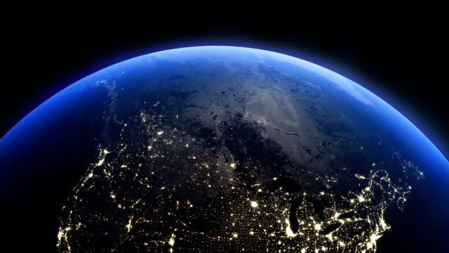 uzayda sinematik gerçekçi dönen gece earth - kuzey amerika stok videoları ve detay görüntü çekimi