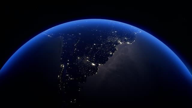 terra notturna rotante realistica cinematografica nello spazio - argentina america del sud video stock e b–roll
