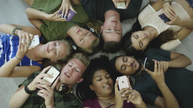 Kreis der Teens – Video