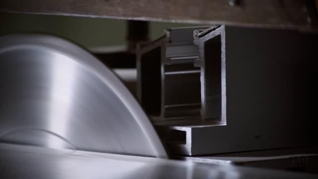 circular saw stops. carpentry workshop. close-up view - segatura video stock e b–roll