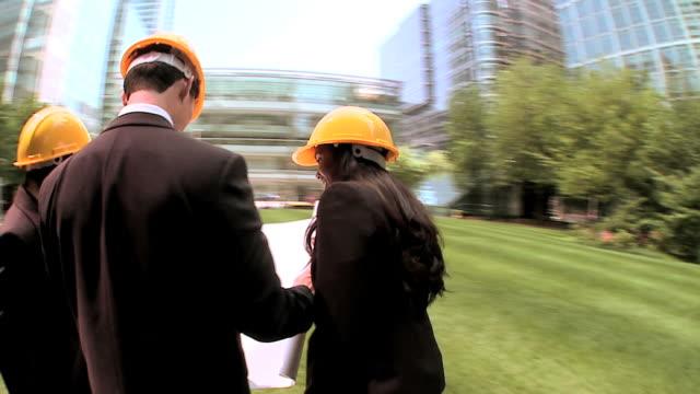 vídeos de stock e filmes b-roll de cidade arquitectos (steadicam - stabilized shot
