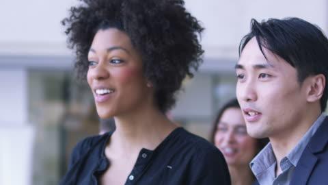 vidéos et rushes de gens d'affaires de la ville - 20 secondes et plus
