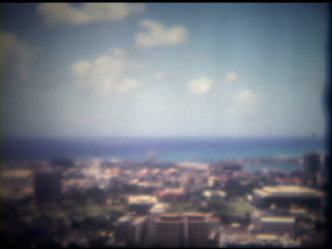 città con l'oceano - soft focus video stock e b–roll