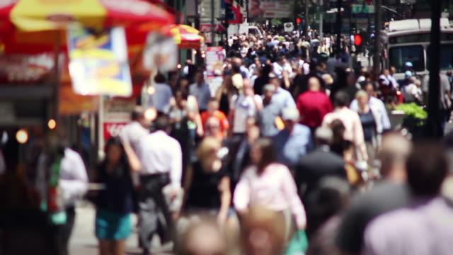 città di folla rallentatore - video di bancarella video stock e b–roll