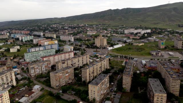 그루지야 어 루스타비 도시에서 도시 무인 항공기 하이퍼 랩스 건물입니다. 아파트 콘크리트 건물 생활 주택의 오래된 소련 블록 25fps - 라트비아 스톡 비디오 및 b-롤 화면