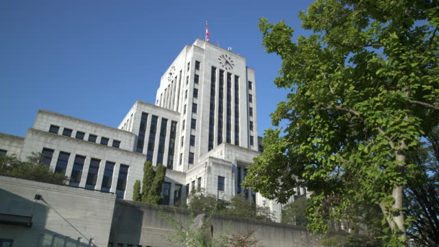 city hall, vancouver bc dolly shot 4k, uhd - politica e governo video stock e b–roll