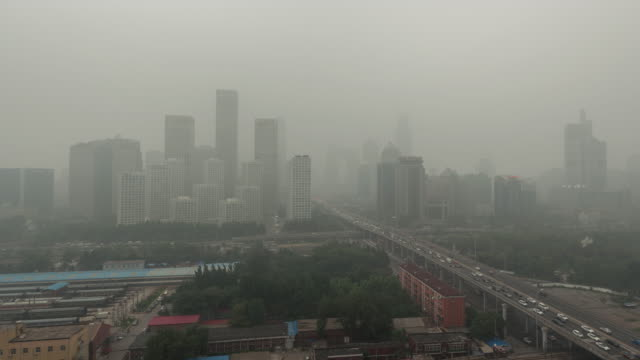 t/l ws ha pan city in air pollution / beijing, china - смог над городом стоковые видео и кадры b-roll