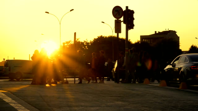 vídeos de stock e filmes b-roll de city life of timelapse at sunset - encruzilhada