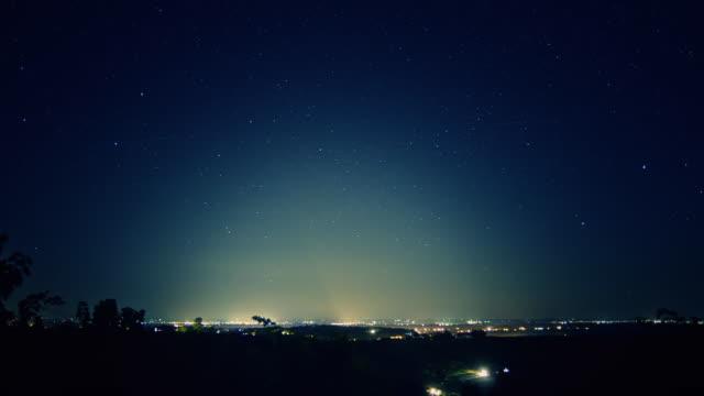 hd time-lapse: city light pollution - ljus belysning bildbanksvideor och videomaterial från bakom kulisserna