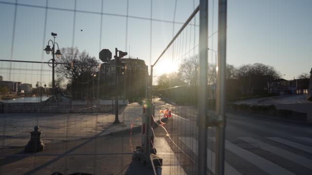 パンデミックの時間に都市のロックダウン - ロックダウン点の映像素材/bロール