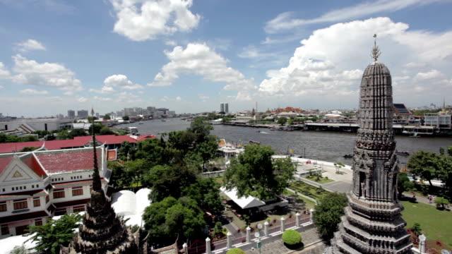 città di bangkok dal wat arun, tailandia - fiume chao phraya video stock e b–roll