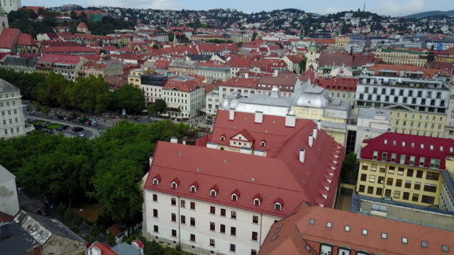 stadt bratislava, innenstadt und altstadt - slowakei stock-videos und b-roll-filmmaterial