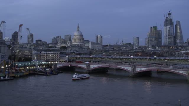 City of London und die Themse von Südwesten – Video