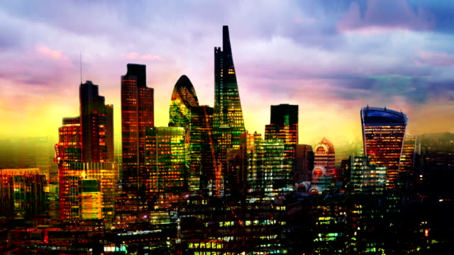 stockvideo's en b-roll-footage met city of london business aria weergave bij zonsondergang. city of london hét financiële centrum in europa. - bank financieel gebouw