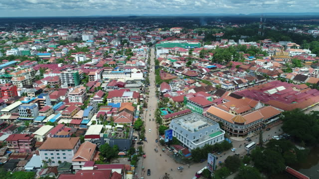 city of siem reap in cambodia from the sky - albero tropicale video stock e b–roll
