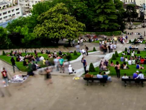 city pedestrian traffic time lapse paris cityscape fisheye pan - montmatre utsikt bildbanksvideor och videomaterial från bakom kulisserna