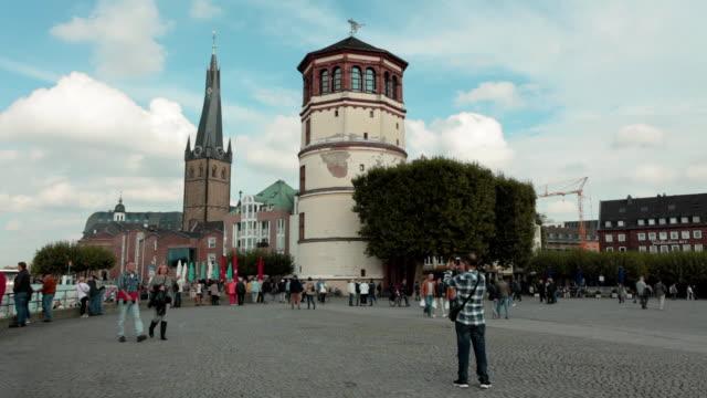 stadt-promenade am rhein-düsseldorf, deutschland - düsseldorf stock-videos und b-roll-filmmaterial