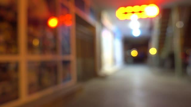 stadtstraße mit geschäften in der nacht. niemand. - schaufenster stock-videos und b-roll-filmmaterial