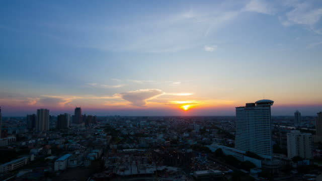 Sonnenuntergang über der Stadt in Bangkok, Thailand – Video