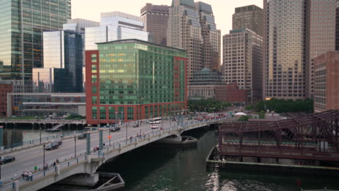 MS City traffic in Boston / Boston, USA Elevated view of Boston skyscrapers and traffic at dusk. medium shot stock videos & royalty-free footage