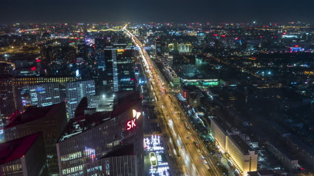 t/l ws ha pan city traffic of chang'an avenue at night / beijing, china - проспект стоковые видео и кадры b-roll
