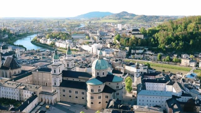 vídeos y material grabado en eventos de stock de cityscape ciudad histórica de salzburger land, austria - austria