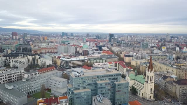 stadtbild von bratislava - slowakei stock-videos und b-roll-filmmaterial