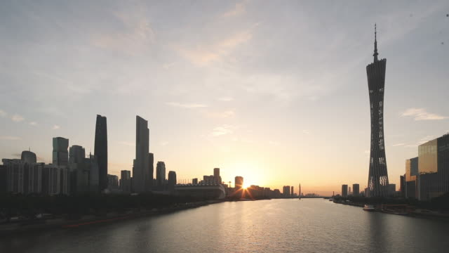 朝日のある広州の街並み - 中国 広州市点の映像素材/bロール