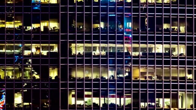 stockvideo's en b-roll-footage met 4k timelapse: stadsgezichten in hong kong - dubbelopname businessman