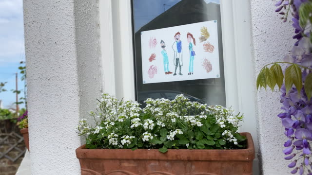 Clapping Nurses and Doctors - Animated Window Poster Child's Drawing Kid's Drawn picture in window of house, animated. (Close up version on white paper also available.) Clapping three medical heroes. Felt tip pens on white paper. A big round of applause for the key workers. The Thursday Clap. nhs stock videos & royalty-free footage