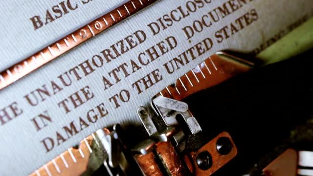 タイプライターに分類された文書 - クラシファイド広告点の映像素材/bロール
